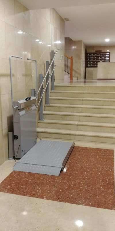 Plataforma sube-escaleras Andromeda curva.  Instalación en C. Propietarios en Segorbe (Castellón)
