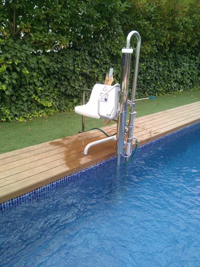 Elevador salvaescaleras de piscina Poseidón. Instalación Elevador de piscina en Castellón