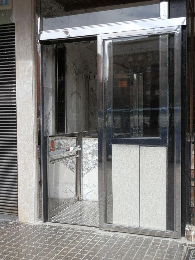 Elevador Neptuno inox puerta automática alta