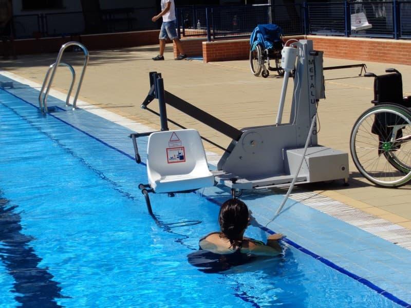 Elevador salvaescaleras de piscina Poseidon B400 Simotec