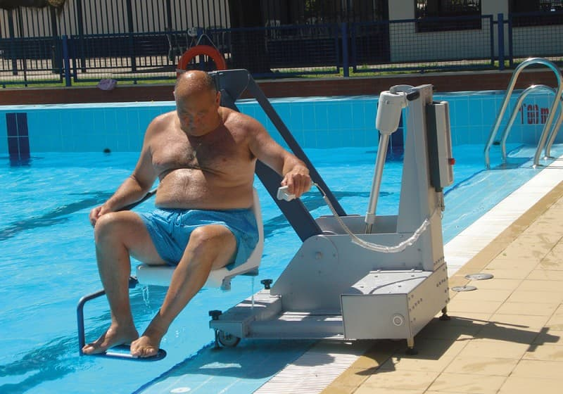 Elevador salvaescaleras de piscina Poseidon B400 Simotec Castellon