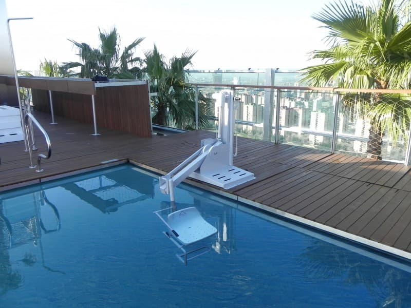 Elevador salvaescaleras grua piscina Poseidon B600 Simotec
