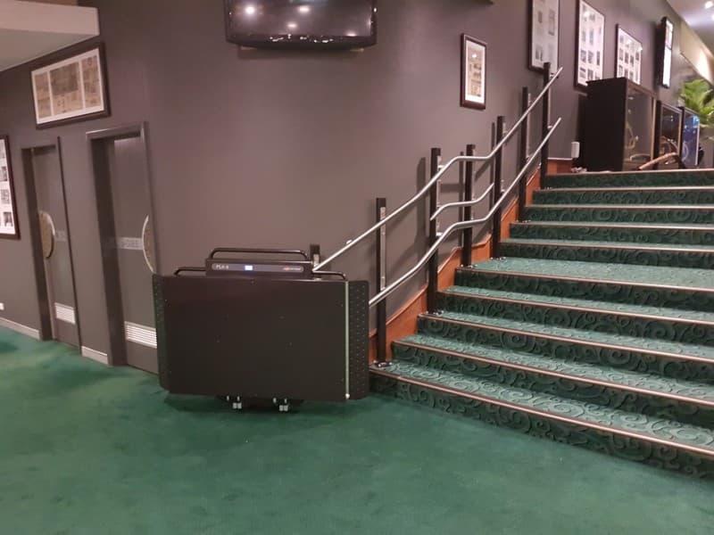 Plataforma elevadora Gea Excellence curva color RAL