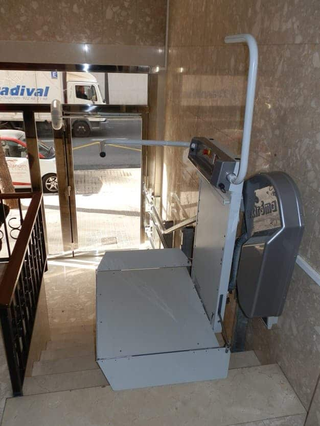 Plataforma salvaescaleras curva 1 Maya Simotec Alicante