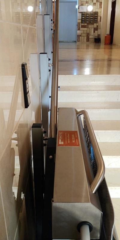 Plataforma salvaescaleras recta, modelo Andrómeda muy compacta, en Picassent