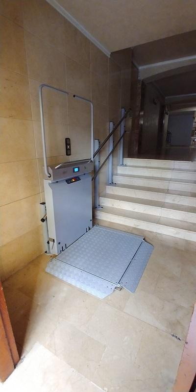 Plataforma elevadora Andrómeda recta en Picassent abierta