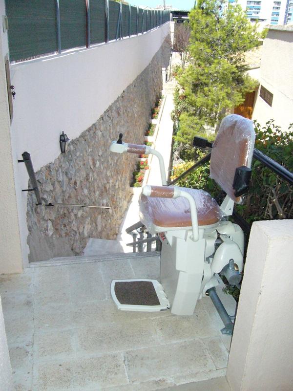 Silla-salvaescaleras-curva-Atenea-en-parking-superior