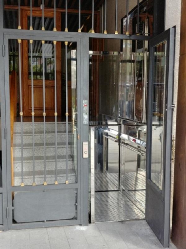 Elevador Neptuno en Alicante con puerta integrada
