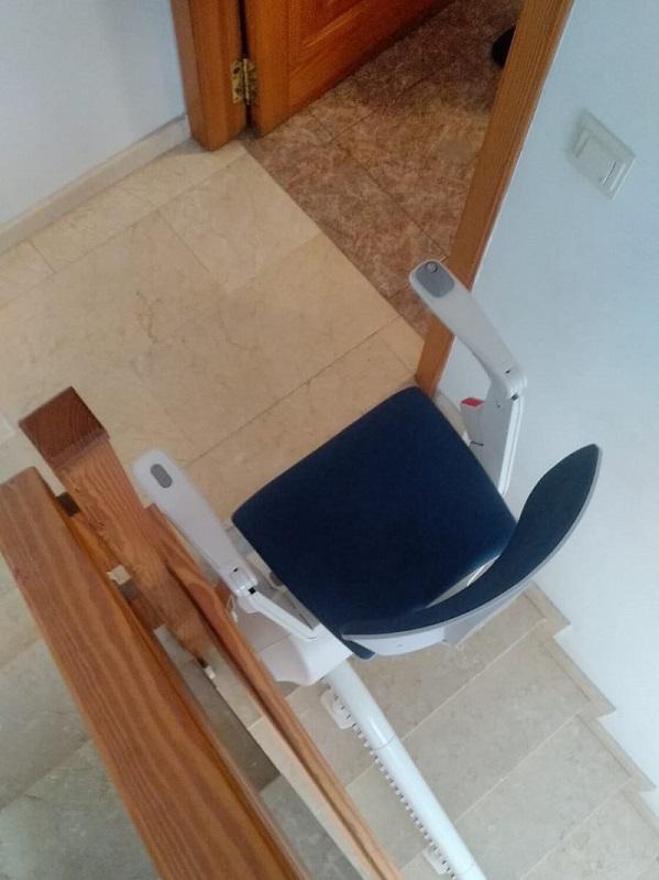 Silla-sube-escaleras-Simotec-Catarroja-desembarque-arriba
