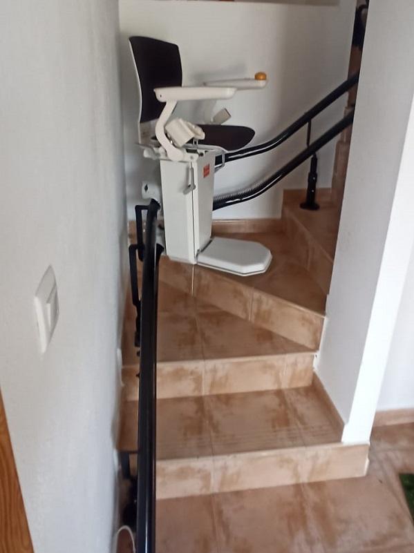 Silla-elevadora-Elektra-Simotec-Calpe-curva-externa